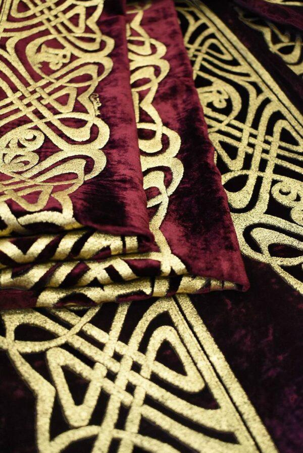 Бархат шелковый бордо с золотым орнаментом (7683) - Фото 8