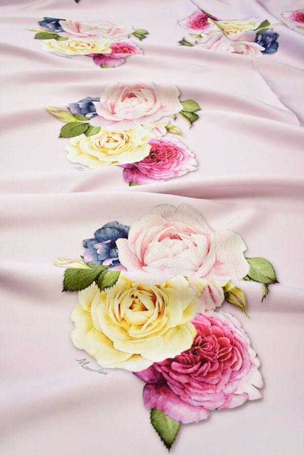 Микадо с розами на светлом фоне_01