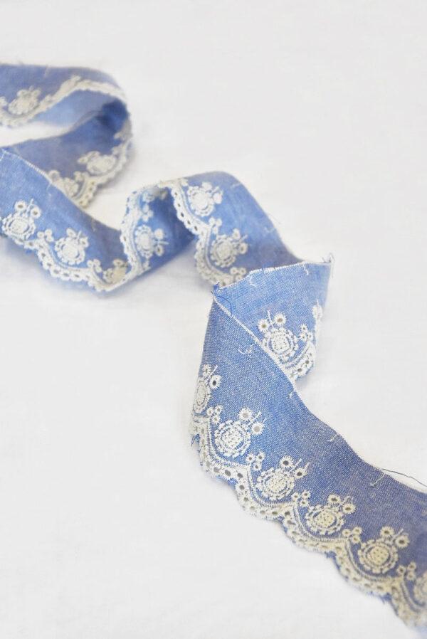 Тесьма голубая с вышивкой 3