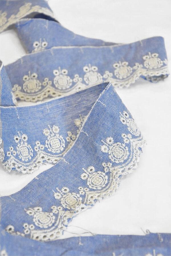 Тесьма голубая с вышивкой 2