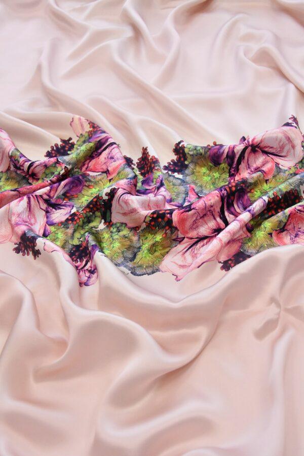 Шелк атласный с купоном розовый фон кайма из цветов (4968) - Фото 6