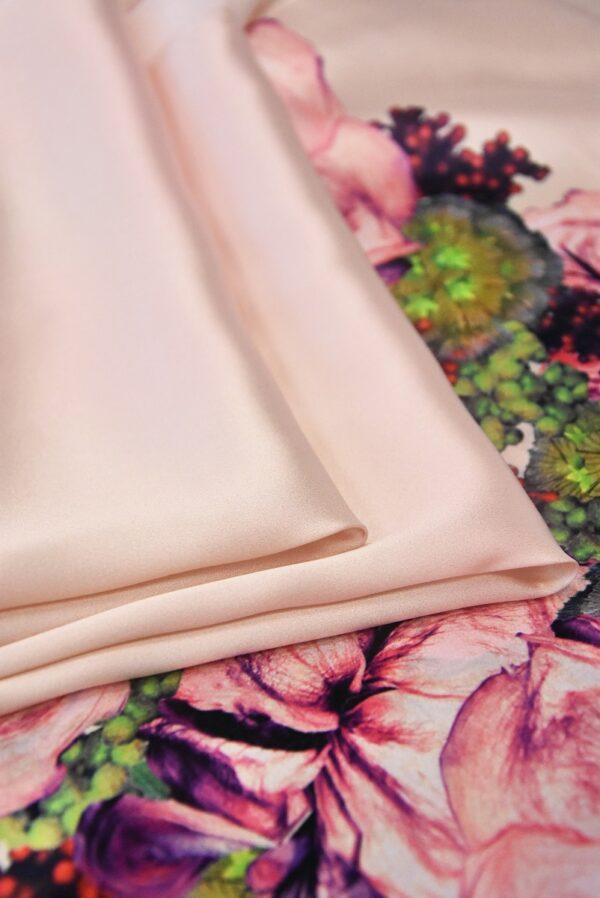 Шелк атласный с купоном розовый фон кайма из цветов (4968) - Фото 8