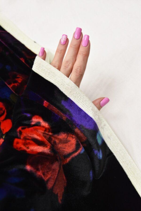 Бархат стрейч черный с красными и розовыми цветами (5411) - Фото 10