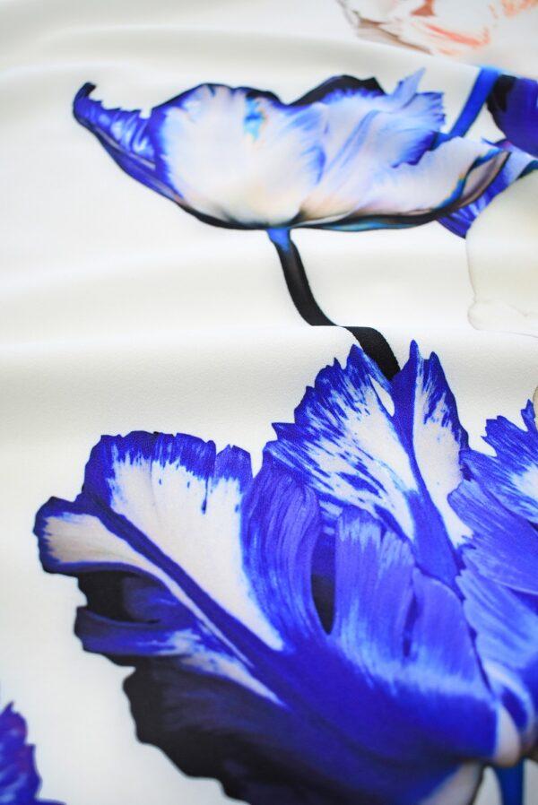Креп с купоном синие тюльпаны на молочном (7736) - Фото 9