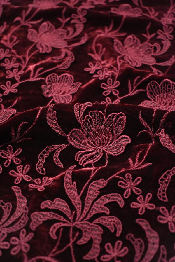 Бархат шелковый бордовый с цветами (8845) - Фото 9