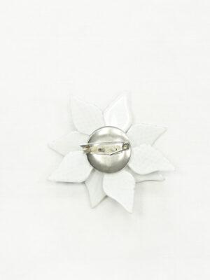 Брошь серый 3Д цветок с мелкими стразами 1