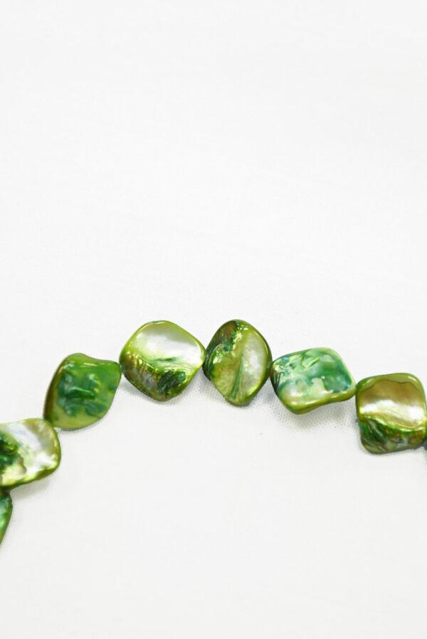 Бусы с зелеными камнями на леске 1