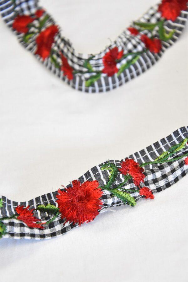 Тесьма в мелкую клетку с вышивкой красные цветы (t0503) т-14 - Фото 8
