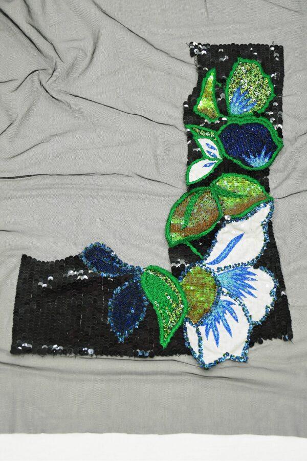 Аппликация уголок с цветами и листьями из пайеток