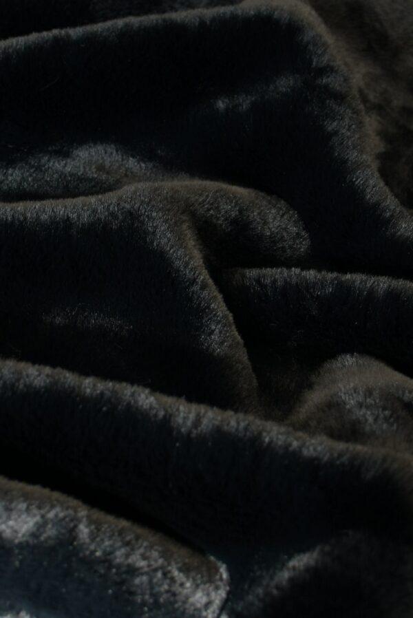 мех мутон черный