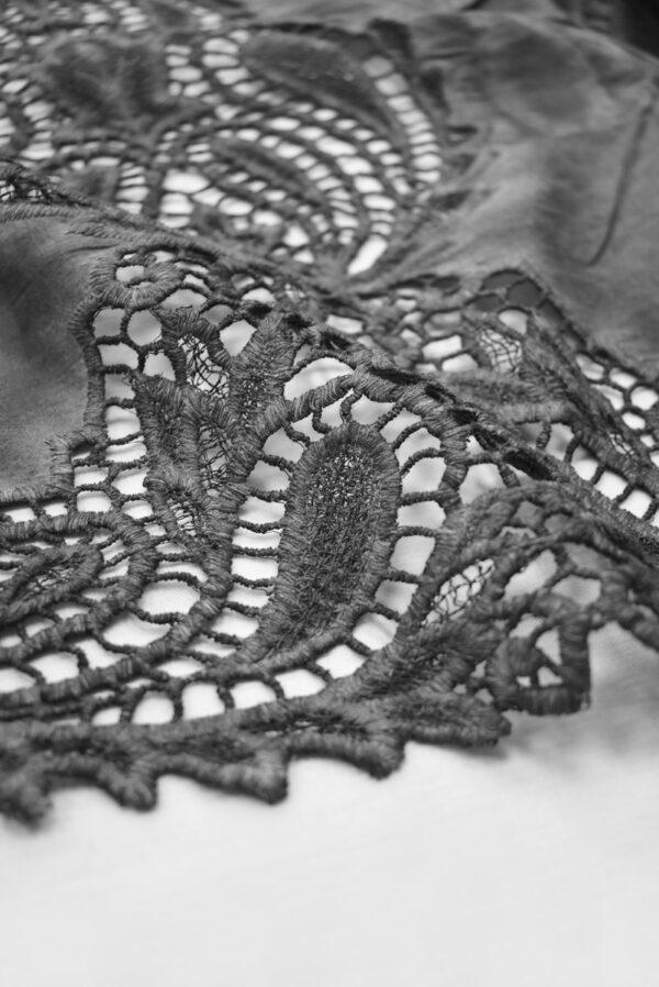 Хлопок варенка серый с вышивкой и кружевной каймой (9178) - Фото 8
