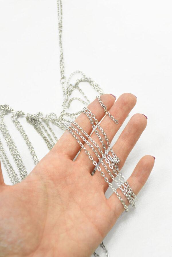 Колье с серебристыми цепочками 1