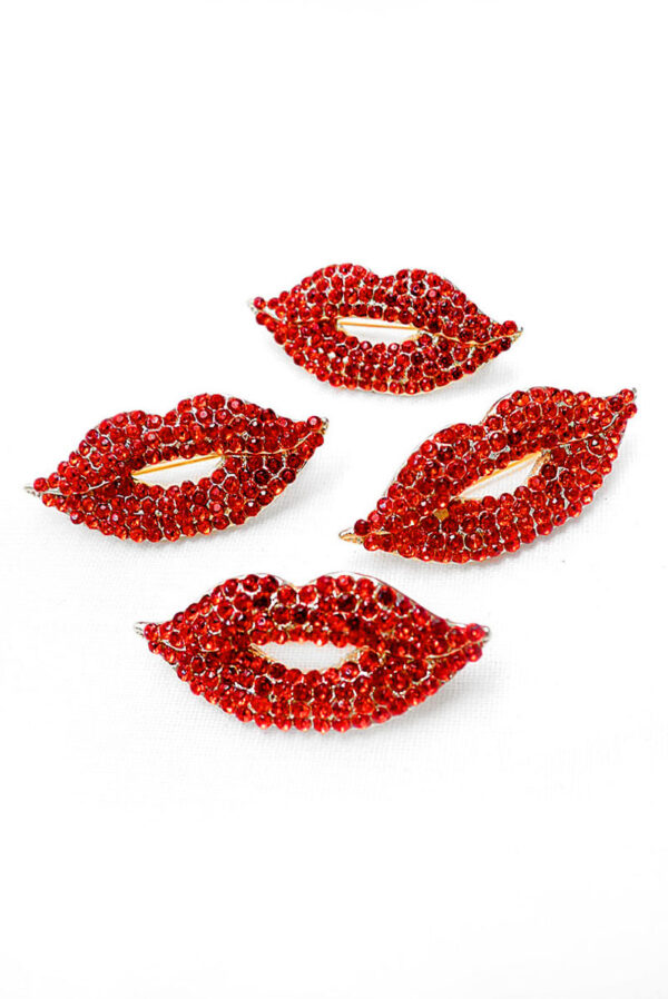 Брошь металл золото красные губы с кристаллами 2