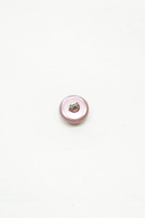 Пуговица светло-лиловая с металлическим ушком 1