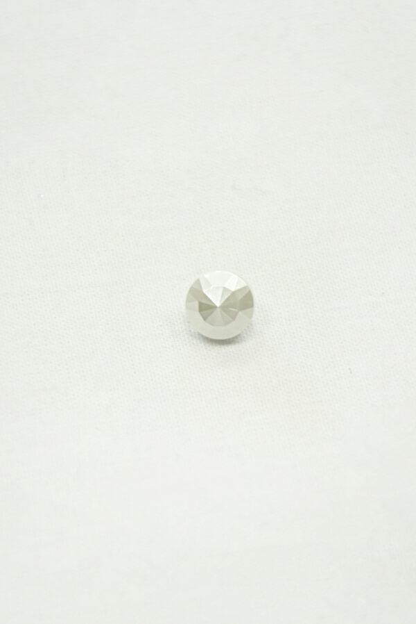 Пуговица маленькая молочно-белая граненая на ножке