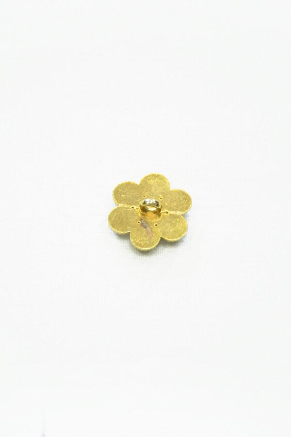 Металлическая пуговица в виде цветка золотистого оттенка с кристаллами. На ножке.1