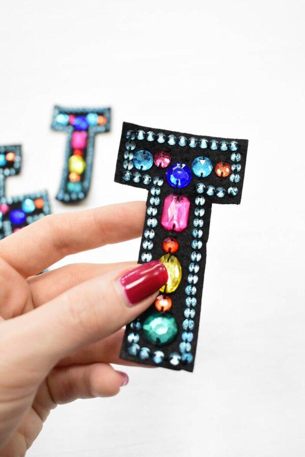 Аппликация пришивная буква Т с разноцветными камнями (t0782) А-1 - Фото 8