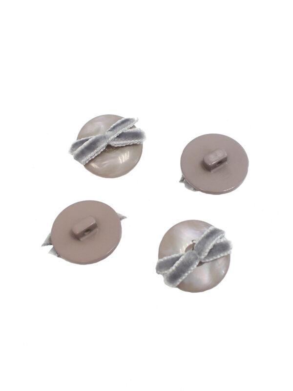 Пуговица пластиковая серый перламутр с бархатным бантиком (P0007) к-1 - Фото 8