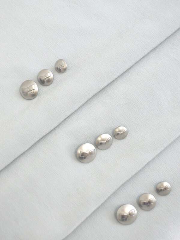 Пуговица металл серебро с выбитым бантиком (P0021) к2 - Фото 8