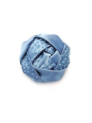 Брошь цветок из атласа голубого оттенка с бисером (p0229) - Фото 12