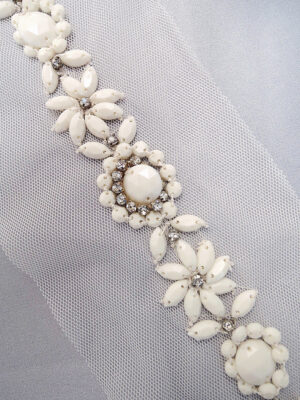 Аппликация пришивная белая со стразами и бисером на сетке (t0299) К-броши и декоры2 - Фото 19