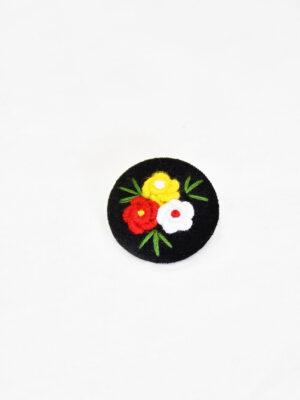 Пуговица круглая на ножке пластик обтянутый черным бархатом три цветочка в центре (p0819) - Фото 12
