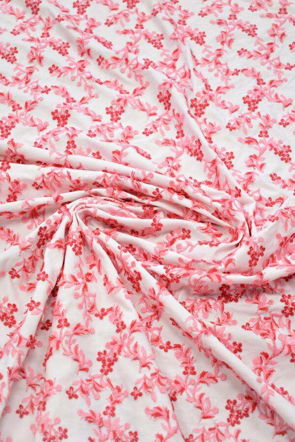 Трикотаж с вышивкой красные цветы на белом фоне (8193) - Фото 9