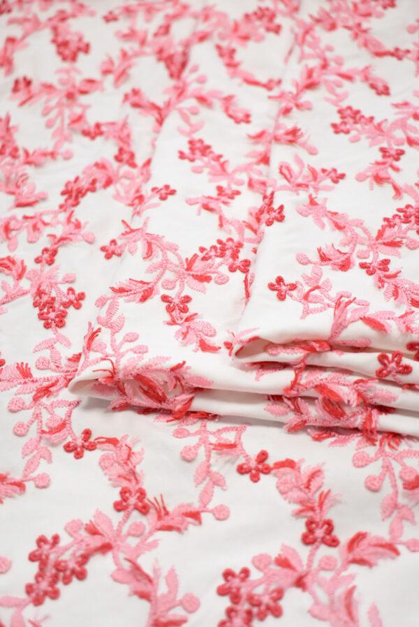 Трикотаж с вышивкой красные цветы на белом фоне (8193) - Фото 8