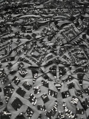Пайетки на черной сетке с геометрическим узором (8795) - Фото 22