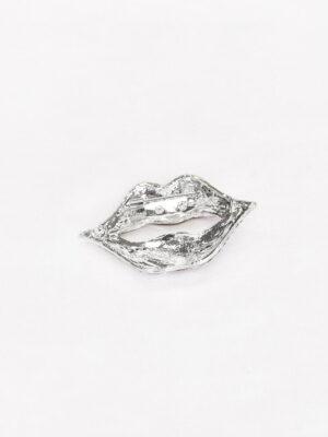 Брошь красные губы металл эмаль стразы 1