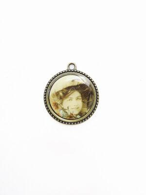 Подвеска металл бронза с женским портретом