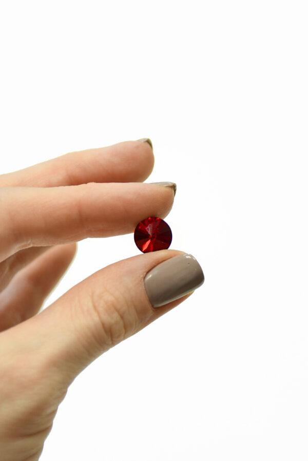 Пуговица маленькая с красным кристаллом Сваровски 1
