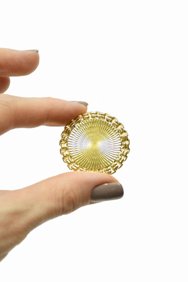 Пуговица большая металлическая золотая с каемкой 1