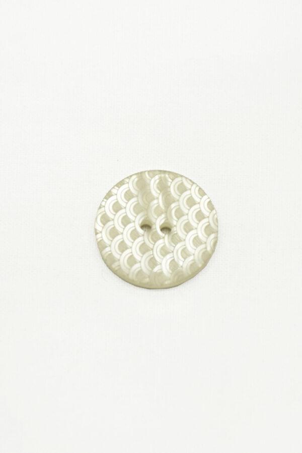 Пуговица пластик большая на два прокола серая с чешуйками