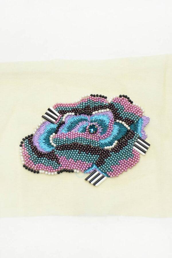 Аппликация стилизованный цветок вышивка бисер