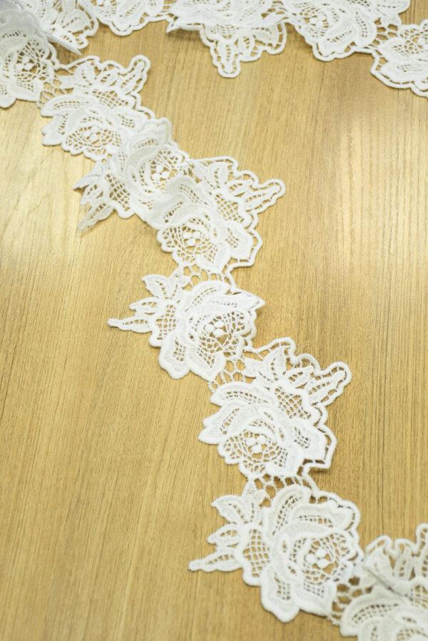 Тесьма макраме белая с крупными цветами 2