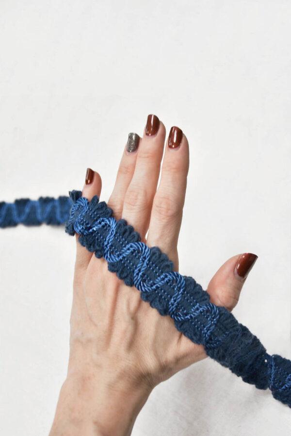 Тесьма вязаная синяя с змейкой 2