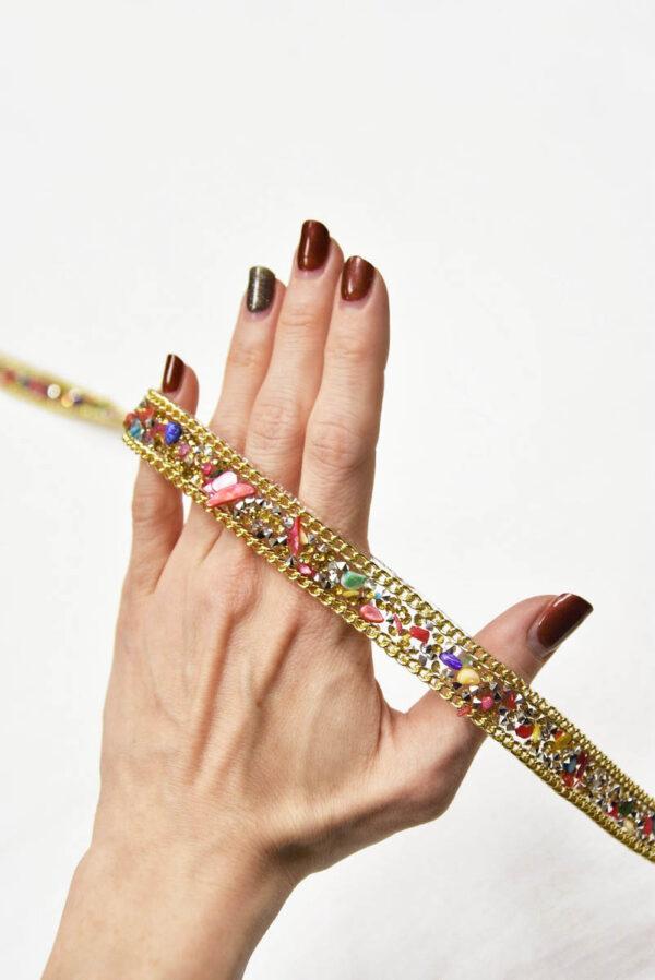 Термо тесьма с разноцветными камнями кристаллами и золотой цепью 2