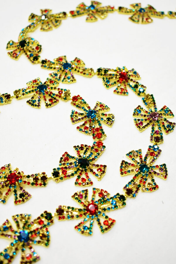 Тесьма металл золото с разноцветными камнями