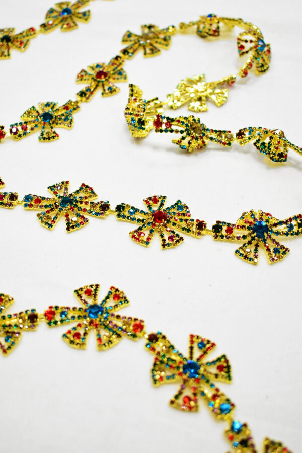 Тесьма металл золото с разноцветными камнями 2
