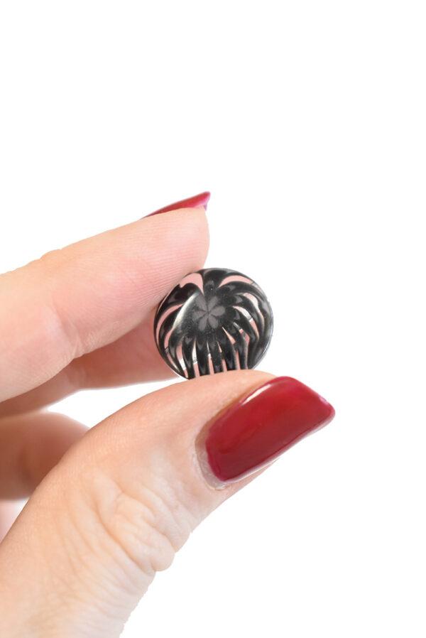 Пуговица пластик темно-серая полупрозрачная с мелким цветочком (р1281) - Фото 9