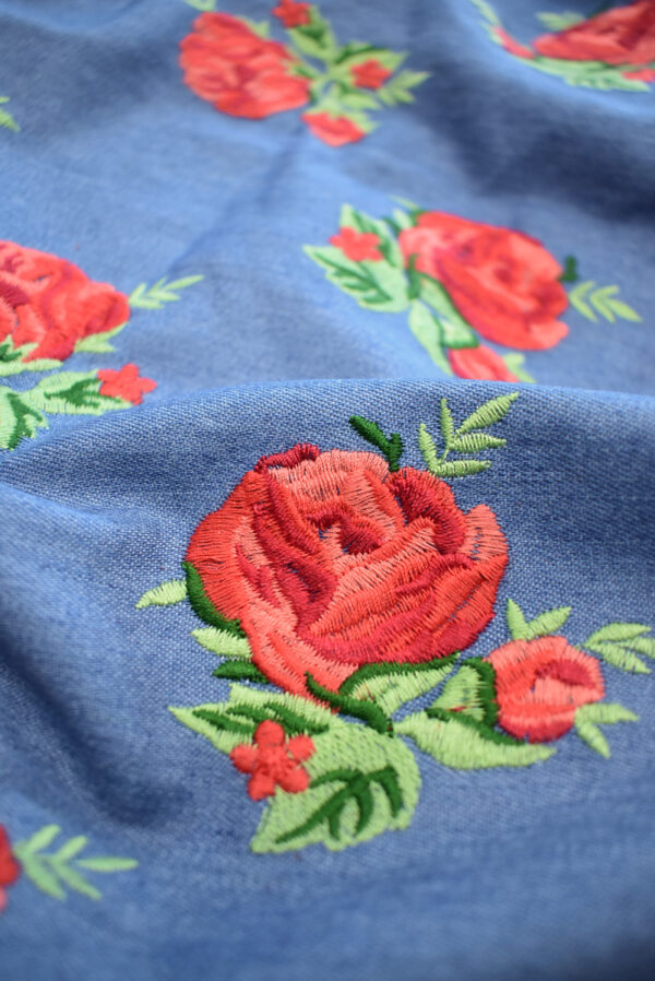 Джинс голубой вышивка красные розы (9438) - Фото 10