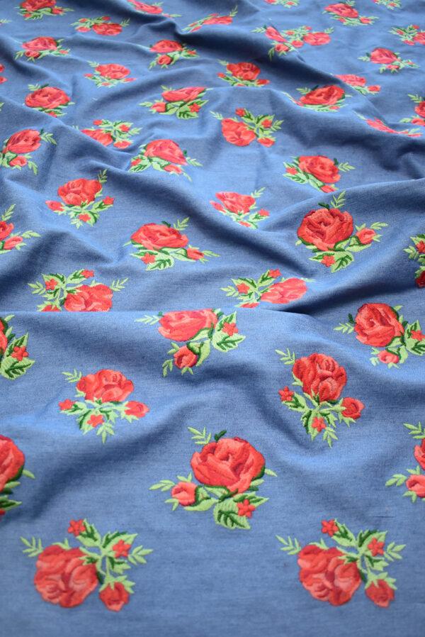 Джинс голубой вышивка красные розы (9438) - Фото 6