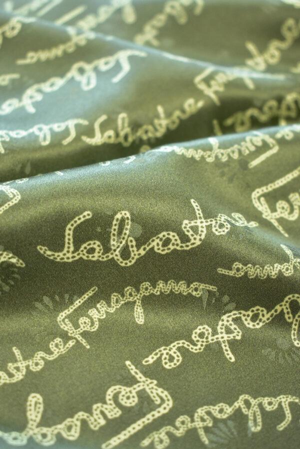 Шелк атласный оливковый с надписями (9410) - Фото 11