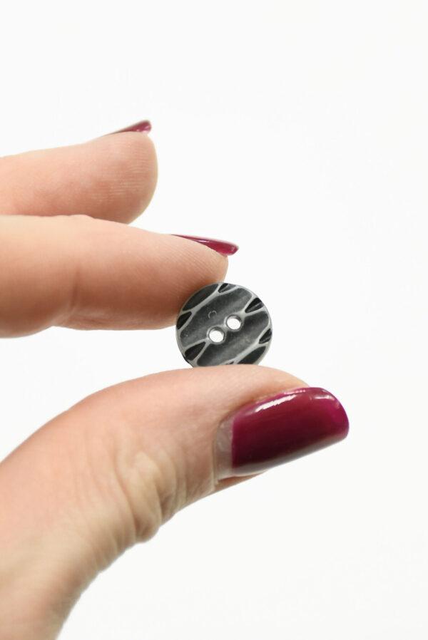 Пуговица пластик серая с резным узором (р1437) - Фото 9