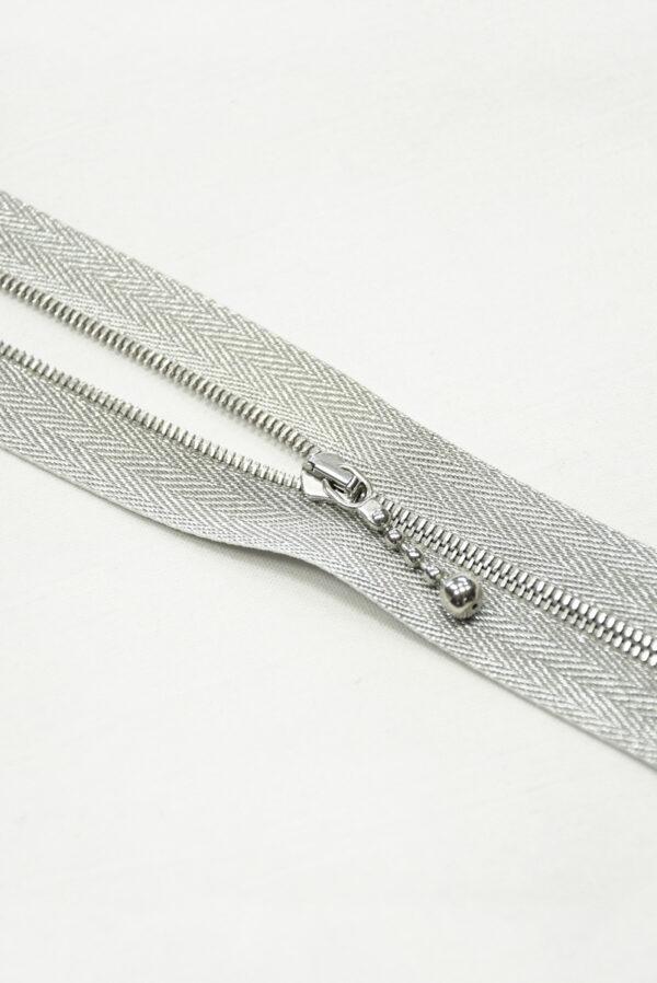 Молния металл серебро на блестящей тесьме с люрексом и бегунком м4 (m1199 m1235) - Фото 7