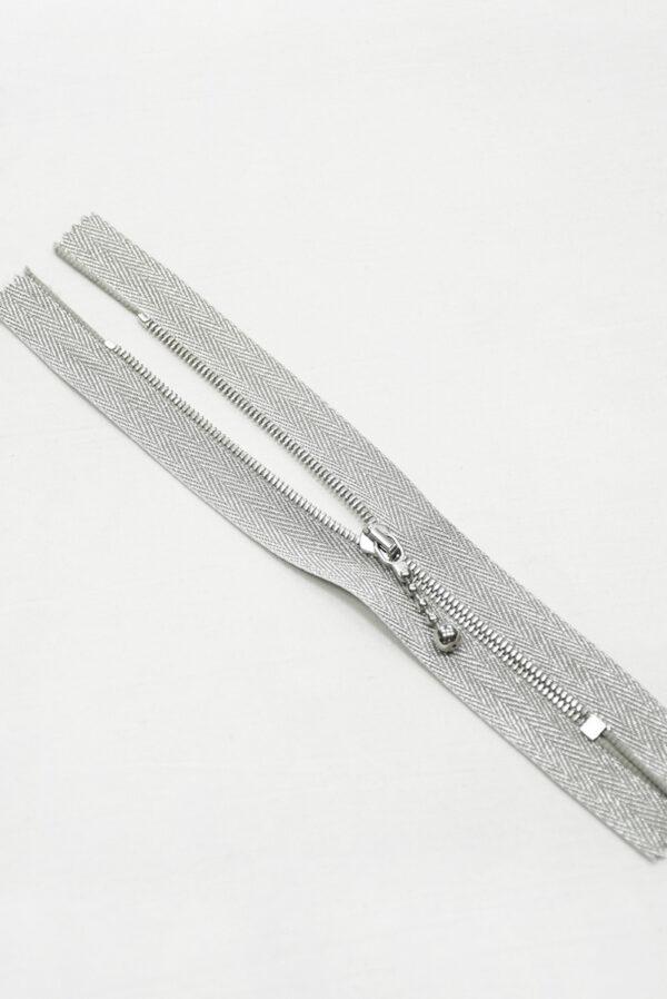 Молния металл серебро на блестящей тесьме с люрексом и бегунком м4 (m1199 m1235) - Фото 6