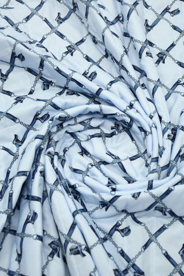 Курточная стеганая ткань голубая с цепями (10058) - Фото 9