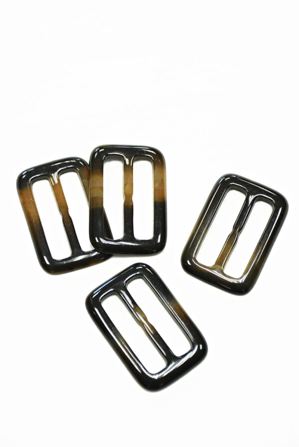 Пряжка пластиковая коричневая с бежевым прямоугольная 2