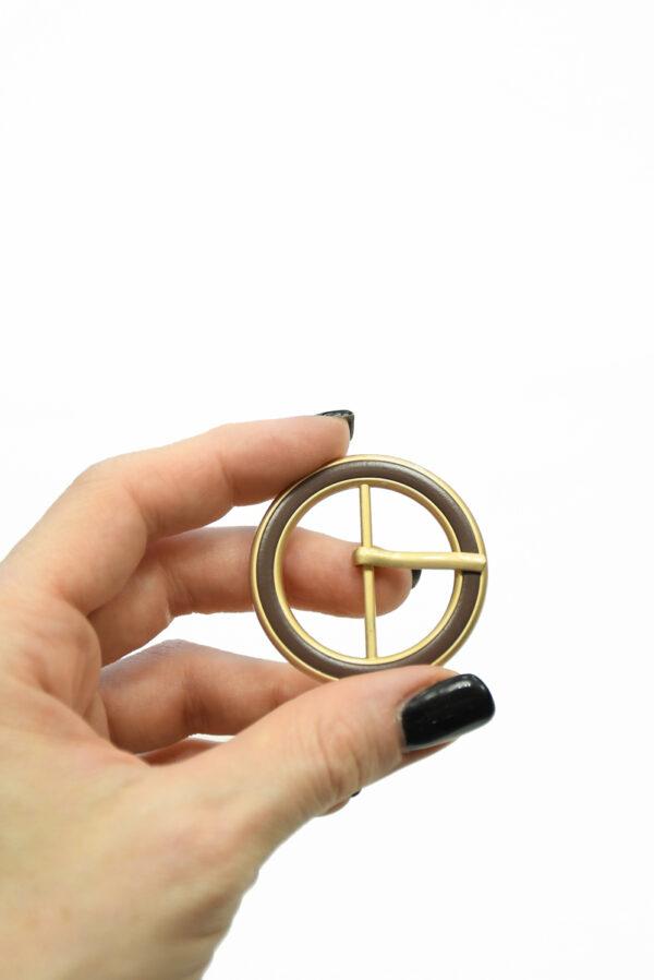 Пряжка круглая металл золото с коричневой эмалью 1